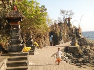 Senggigi : Pura Batu Bolong autrement dit le « rocher percé »