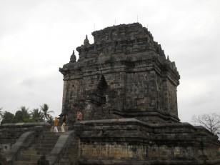 Dans les environs de Borobudur : Le temple de Mendut