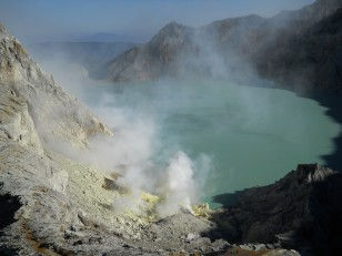 Kawah Ijen : Le lac d'acide turquoise au centre du volcan