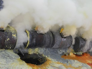 Le soufre sort liquide des tuyaux