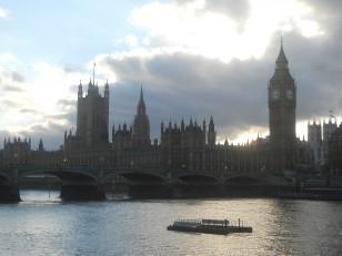 … Avec sa vue sur la Tamise, le Palais de Westminster et le Big Ben