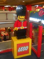 7 étages où sont exposés toutes sortes de jeux (Lego, puzzles, véhicules téléguidés…)