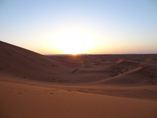 Le lever de soleil depuis l'erg Chebbi