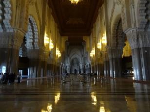 Casablanca : L'intérieur de la mosquée avec son toit ouvrant