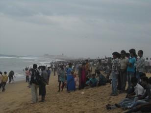 Chennai : Et quelques milliers d'indiens qui contemplent la mer sans vraiment oser se baigner !