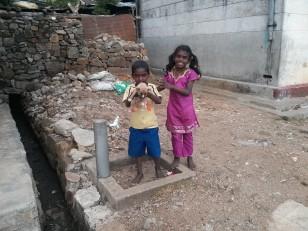 Haputale : Des enfants autour des plantations de thé