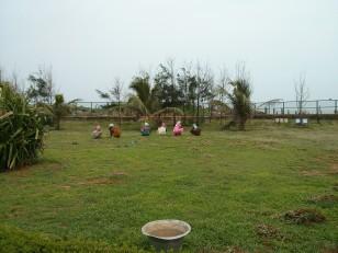 Mahabalipuram : Des femmes en train de jardiner