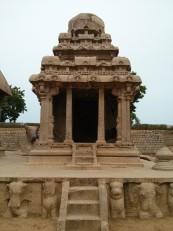 Mahabalipuram : Ce 2e ratha est voué à Shiva. On y aperçoit son nandi (taureau) l'arrière