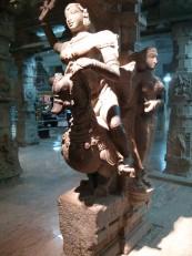Madurai : Rathi, la déesse de l'amour, chevauchant une oie, dans le mandapa aux Mille Colonnes