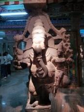 Madurai : Ganesh et sa mère Parvati dans le mandapa aux Mille Colonnes