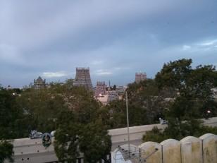 Madurai : Le Sri Meenakshi Temple vu depuis les toits des boutiques