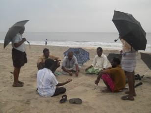 Allepey : Des hommes qui jouent sur la plage