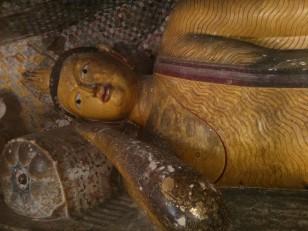 Dambulla : Bouddha allongé