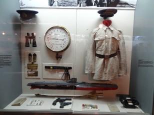 Bucarest : Le musée militaire national, avec à l'intérieur, les collections d'armes et d'uniformes