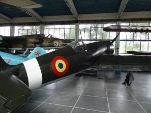 Bucarest : Et au fond, dans le hangar, les avions