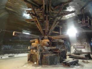 Turda : La fameuse mine de sel, avec une vieille machine…