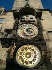 Prague: La place de la Vieille Ville avec l'ancien hôtel de ville et son horloge astronomique