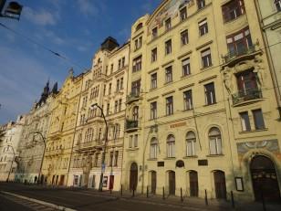 Prague: La rue Masarykovo nábřeží
