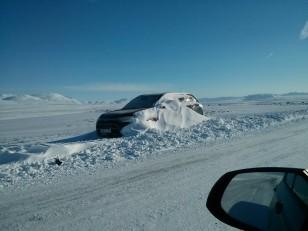 Le cercle d'or : Sur la route, des 4x4 abandonnés à cause de la neige