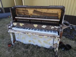L'Est de l'Islande : Le piano de notre logement Airbnb