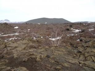 Le Nord de l'Islande : Le volcan Hverfjall, depuis l'arche basaltique de Gatklettur