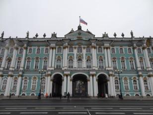 Saint-Pétersbourg: L'entrée du musée de l'Ermitage