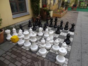 Saint-Pétersbourg: Un jeu d'échecs plutôt atypique, dans la cour du restaurant