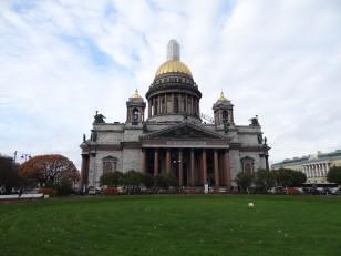 Saint-Pétersbourg: La cathédrale Saint-Isaac. Il s'agit de la 3e plus grande au monde, après la basilique Saint-Pierre de Rome et la cathédrale Saint-Paul de Londres
