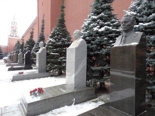 Moscou: De nombreuses personnalités russes sont enterrées autour du mausolée de Lénine